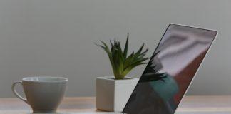 macbook pro iphone cup desk 7974